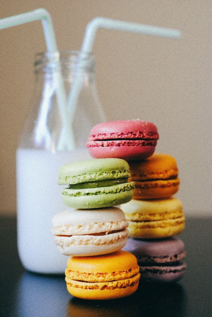 camels milk with macaroons